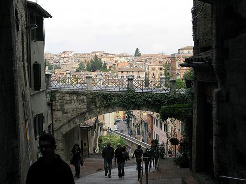 Come ci si sposta a Perugia viaggi e spedizioni - VIAGGIO