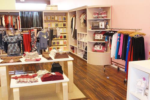 Shopping a Novara e dintorni - ABBIGLIAMENTO BAMBINI.jpg