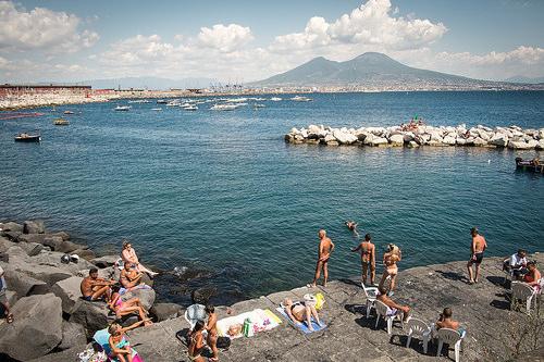 Archeologia e spiagge.- Napoli.jpg
